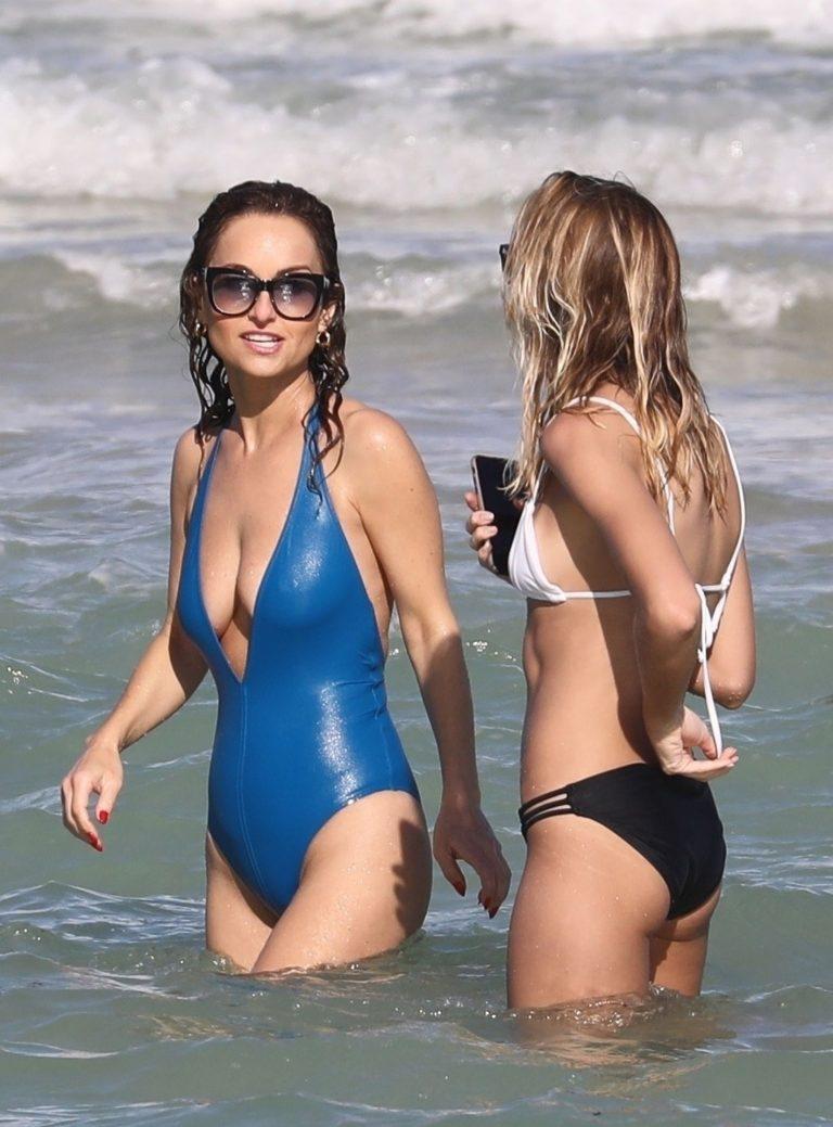 Celebrity Wetlook Archive: Giada De Laurentiis at the Beach