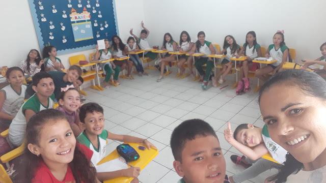 Cordelista santanense Flaviana Costa realiza oficinas de Literatura de Cordel para alunos  da rede municipal e particular de ensino