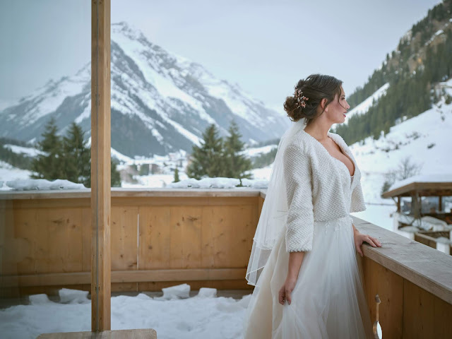 Braut, Hochzeitsmorgen, beste Aussichten, Hochzeitspapiterie, it´s all about the details, handcrafted,  Winterhochzeit, Tirol, Pitztal, Pure Resort, Hochzeitsfotografie Marc Gilsdorf, Hochzeitsplanung Uschi Glas 4 weddings & events, Berghochzeit, destination wedding, elopement, heiraten in Tirol, mountain wedding