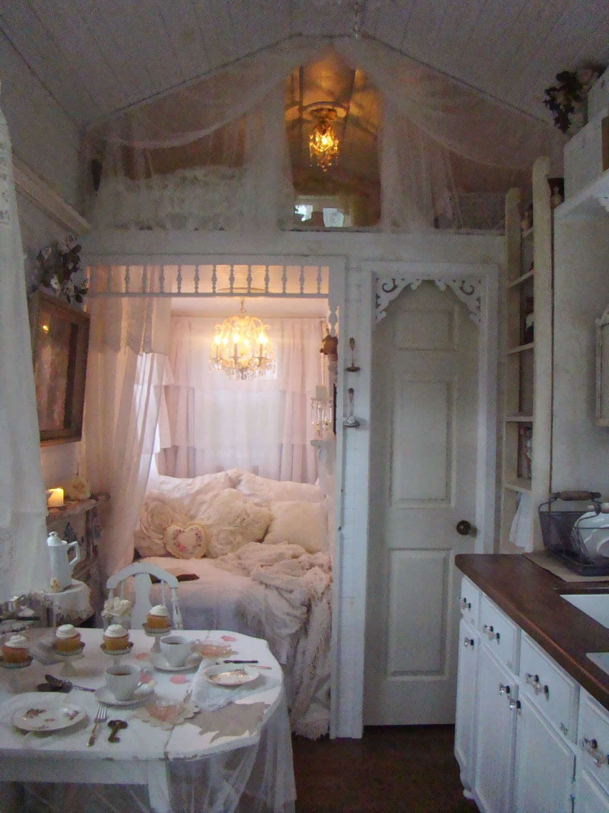 Living Large In Small Spaces A Tour Of Shabby Chic Tiny