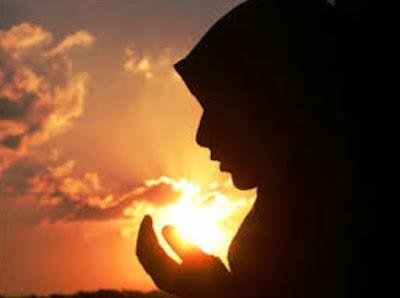 Gambar Berdoa Wanita Muslimah Islami