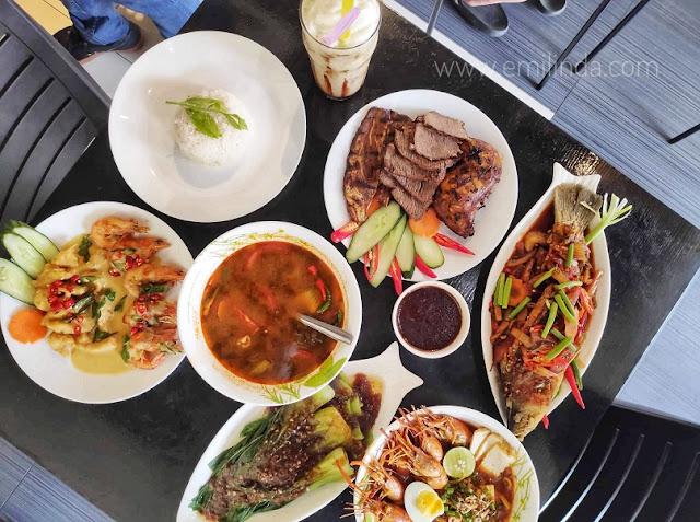 Makan Tengahari di Restoren Dapor Terbakor, Kota Damansara
