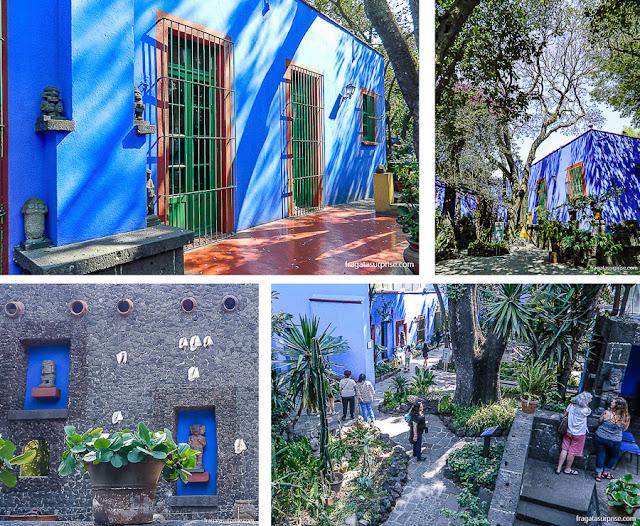 Jardins do Museu Frida Kahlo, Cidade do México, com peças pré-hispânicas da coleção de Diego Rivera