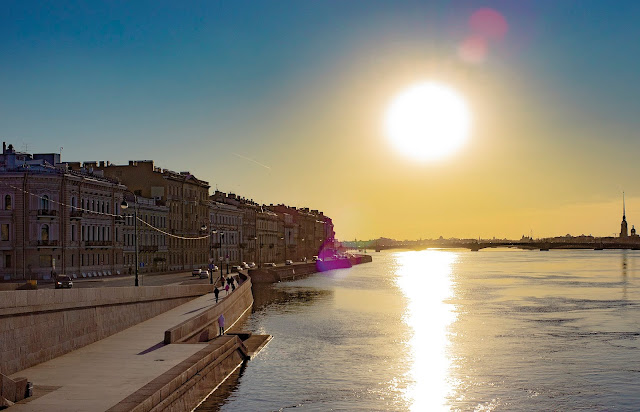 яркое солнце Нева Питер Набережная Санкт-Петербург