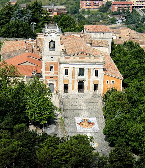 Catedral de Alatri onde está exposto o milagre