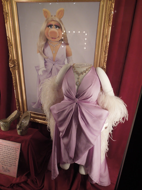 Miss Piggy Muppets movie finale dress