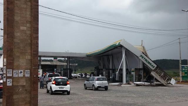 Teto de posto de combustível desaba depois de vendaval em Goiana