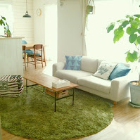 Living room green rug idea with round shape