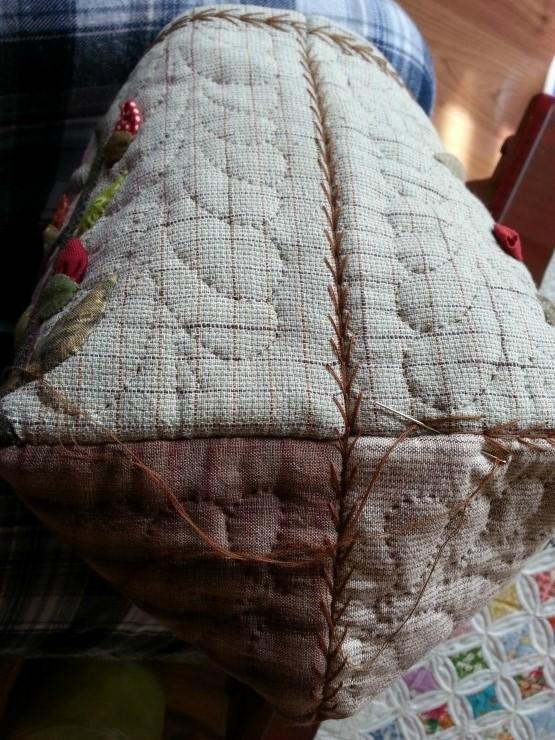 Quilt bag, dress with applique flower another view Quilt bag! Pattern.  DIY tutorial.  Сумка  в стиле пэчворк-квилт. Этапы шитья в фото.