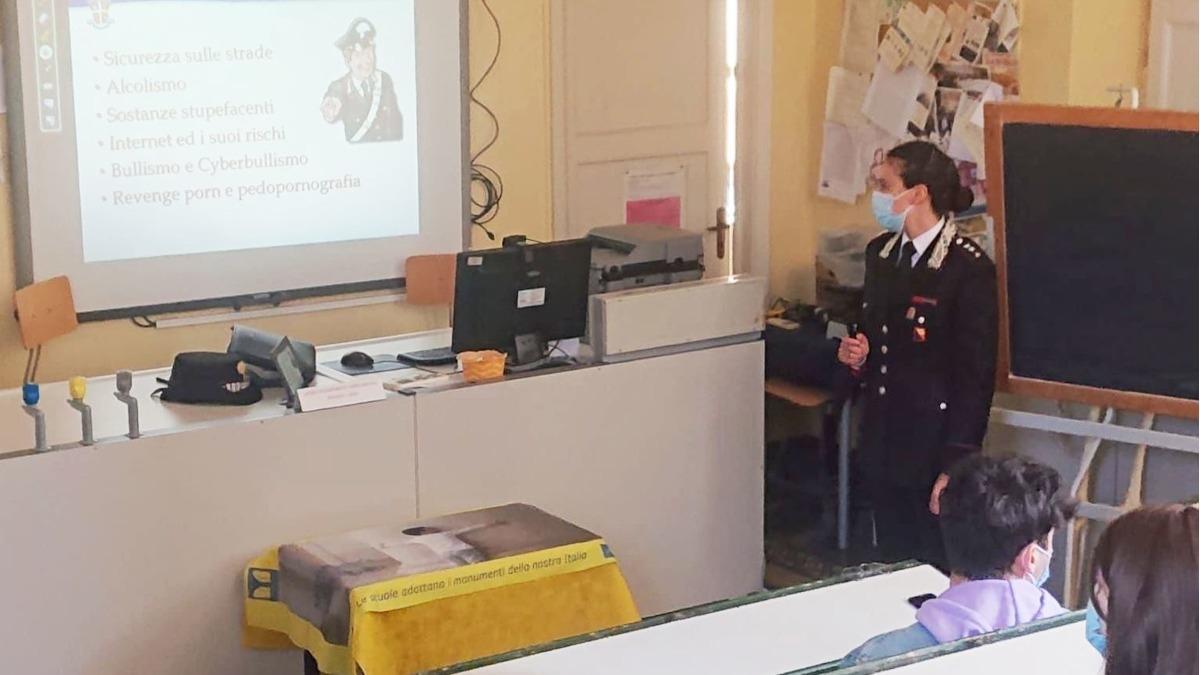 Incontro Carabinieri alunni Boggio Lera cyberbullismo revenge porn