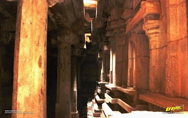 The passageway around the sanctum sanctorum, inside the Vitthala temple of Hampi