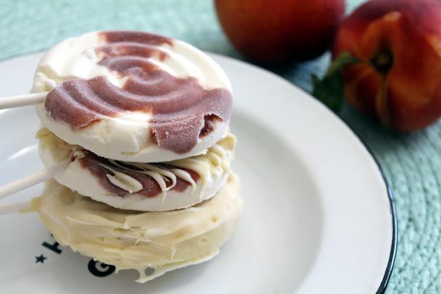 helados de nata y nectarinas