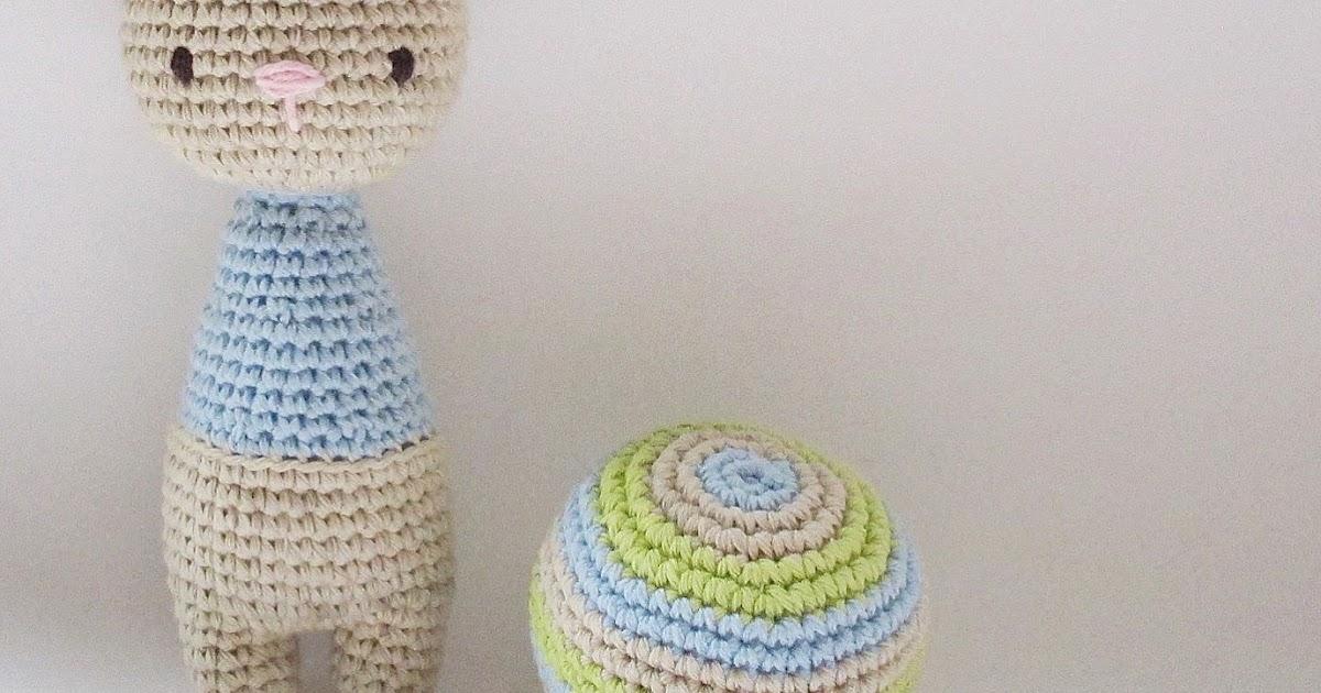 Amour Fou | Crochet }: { Conejitos - sonajeros... }