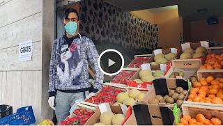 إيطاليا، مغربي في بينيفينتو يقدّم الخضر والفواكه مجانا للمواطنين حتى تجاوز أزمة فيروس كورونا