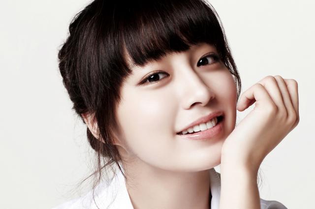 Model Rambut Poni Ala Lee Min Jung