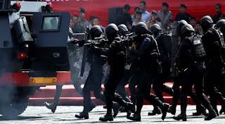 Densus 88 terlibat Baku Tembak di Tangsel, 3 Teroris Tewas & 1 Orang berhasil diringkus - Commando
