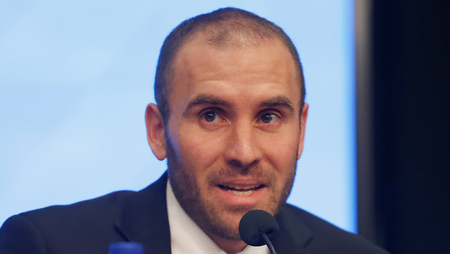 Ministro de Economía de Argentina anuncia gravamen a bienes personales en el exterior