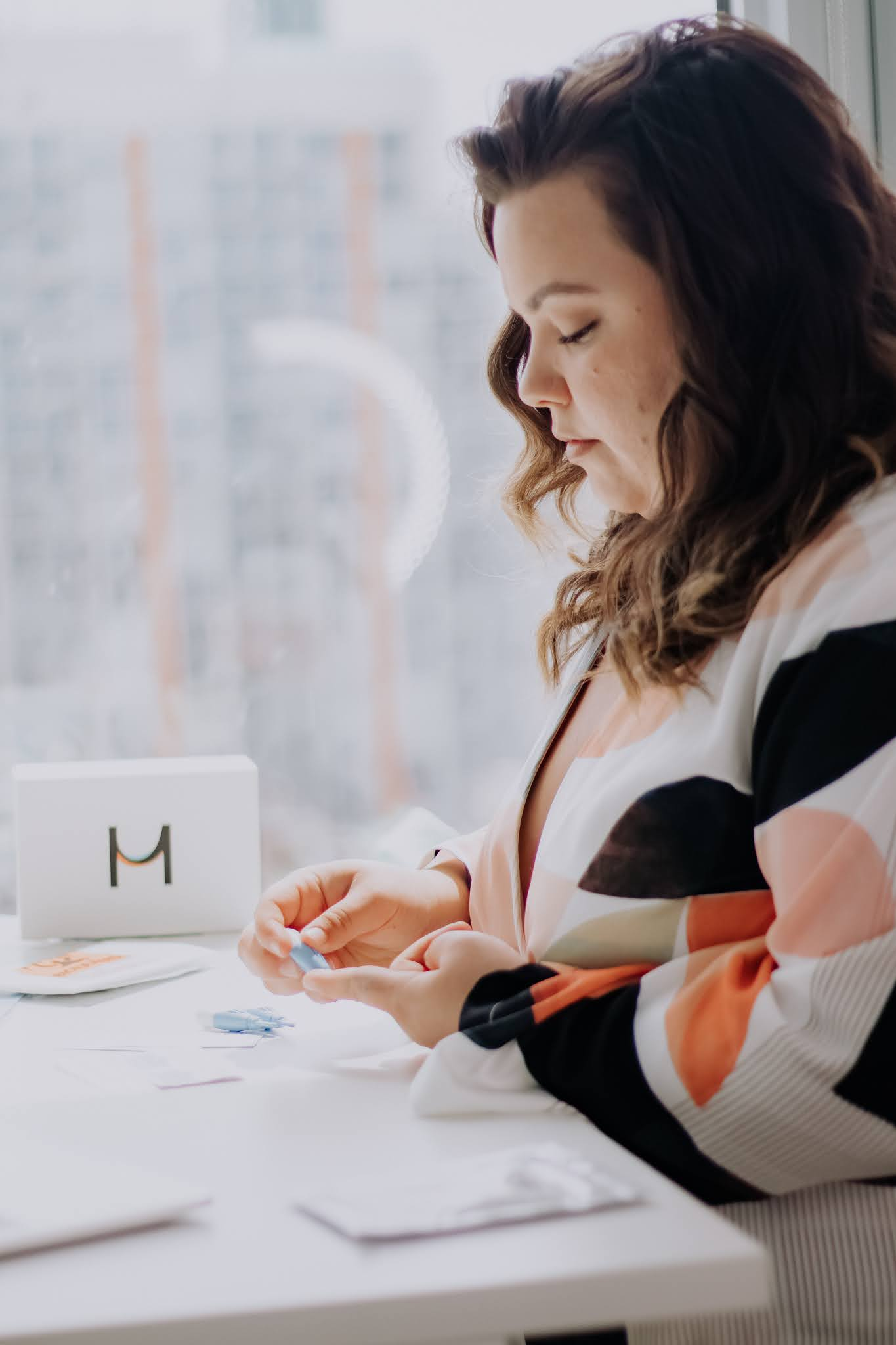 Natalie in the City, a petite and plus size blogger with PCOS reviews Modern Fertility's at home hormone test kit.