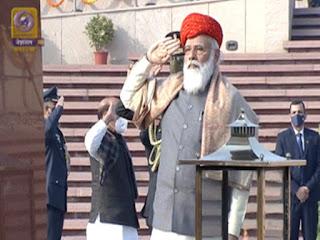 PM मोदी ने राष्ट्रीय युद्ध स्मारक पहुंचकर दी शहीदों को श्रद्धांजलि