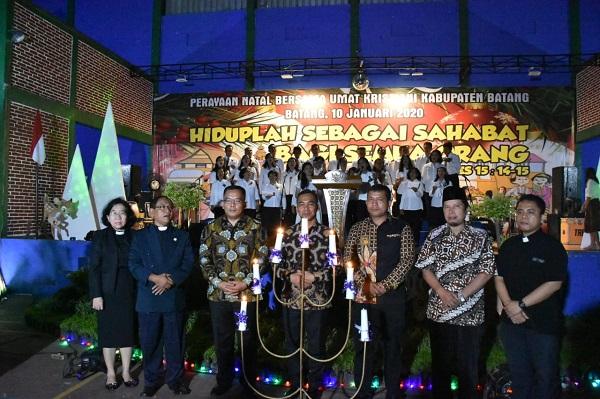 Ratusan Umat Kristiani Ceria Merayakan Natal Bersama di Subah Batang