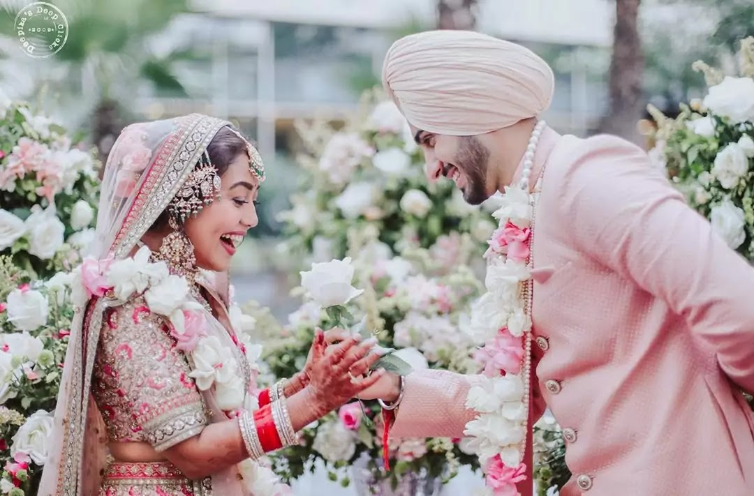 Check out wedding pictures of Neha Kakkar and Rohanpreet, people remembered Anushka Sharma and Virat Kohli's wedding