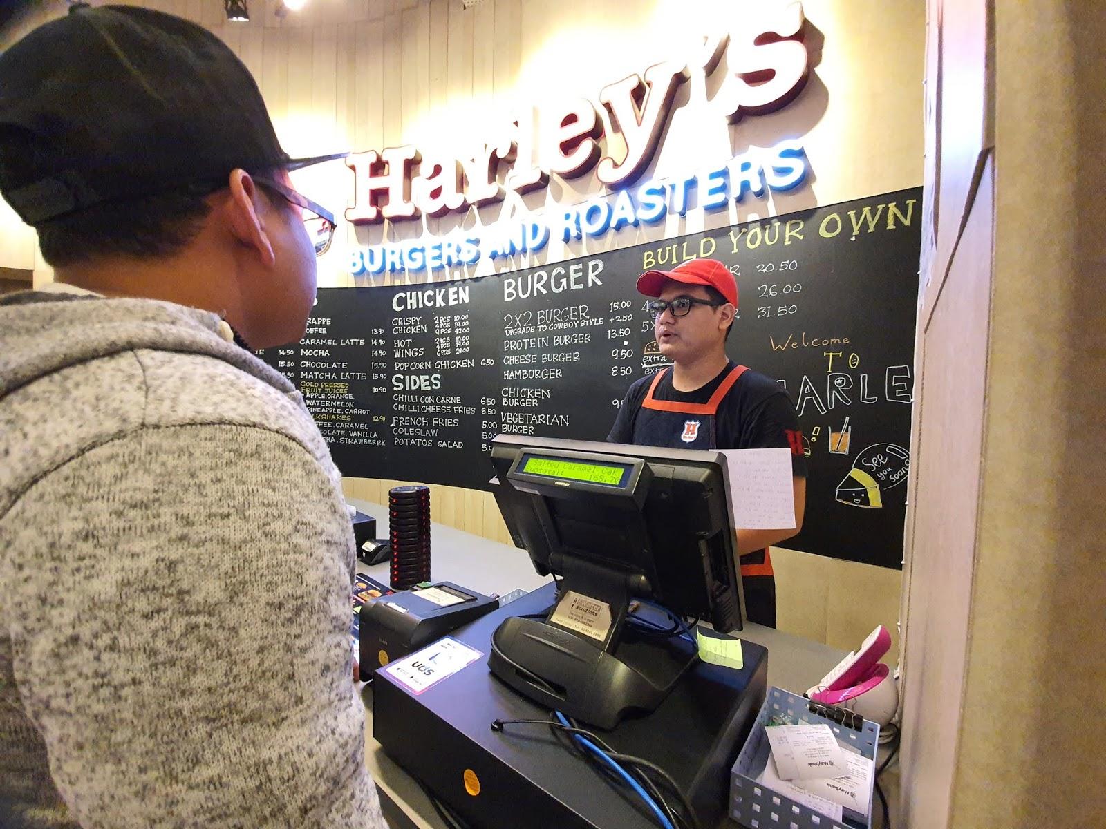 Nikmati Kopi Premium di Harley's Burgers & Roasters!