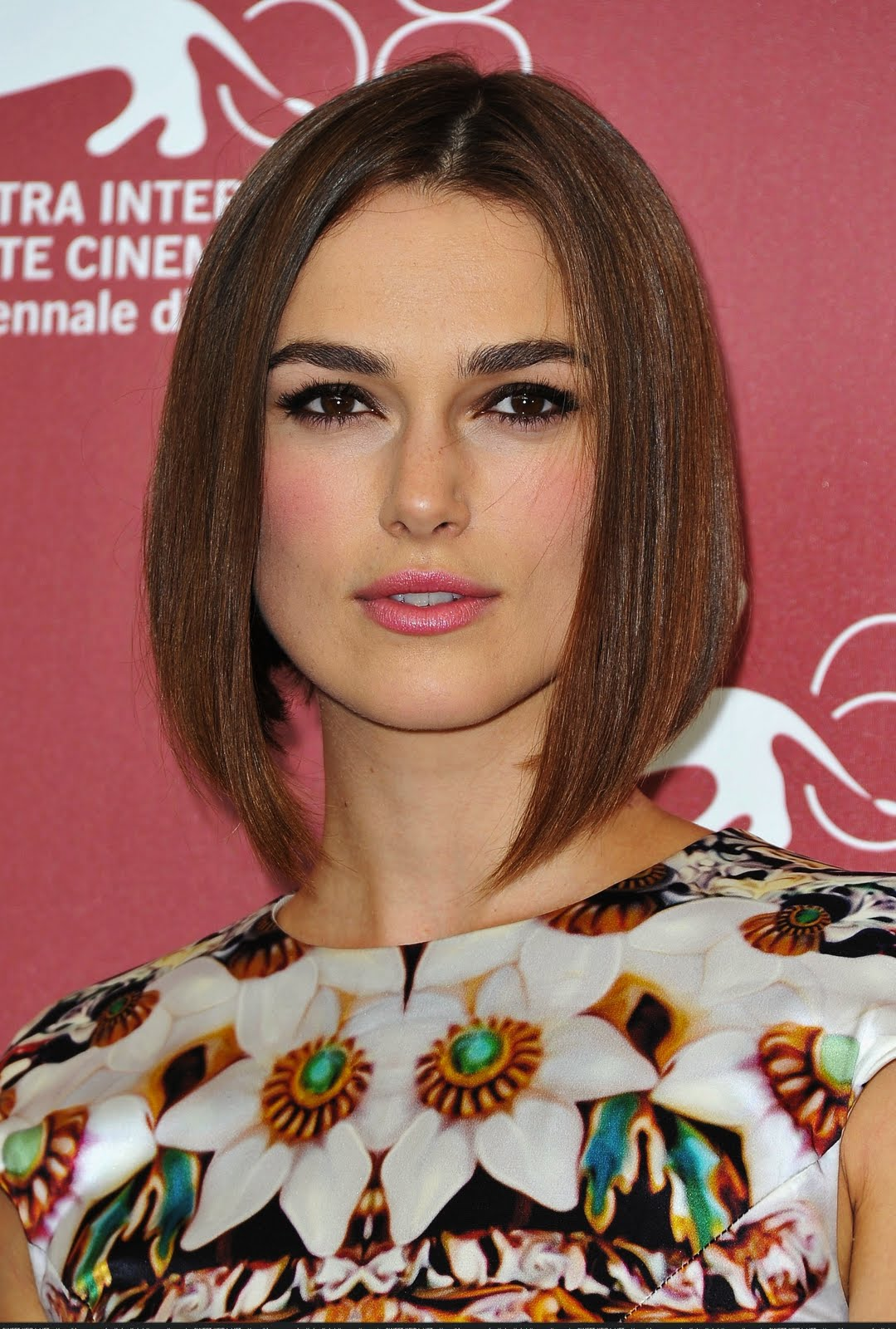 c555cee6272 Keira looked beautiful at the photocall, she showed us her new sleek bob,  it looks fantastic on her! Her make up consisted of Keira's usual smoky eye  to ...