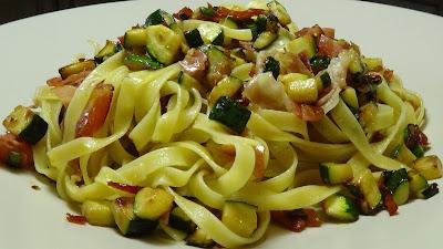 Fettuccine alle zucchine, mascarpone e speck