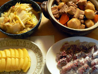夕食の献立 献立レシピ 飽きない献立 里芋と豚バラブロック煮 白菜ガーリック炒め 鯵の刺身 沢庵