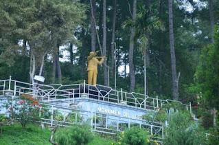 monumen dr liberty manik dairi