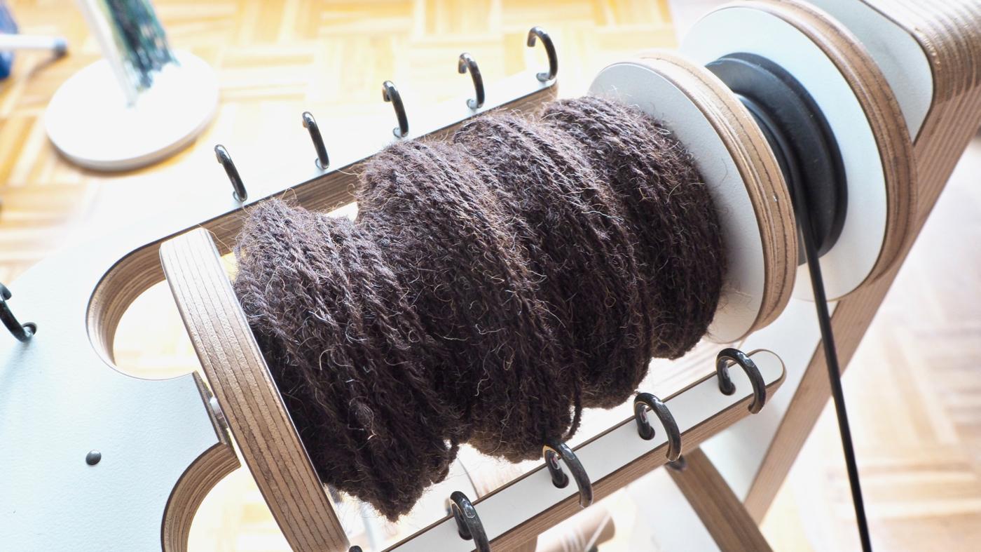 Verzwirnte Wolle des Ostfriesischen Milchschafs