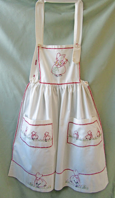 Handmade vintage Sunbonnet Sue embroidered apron