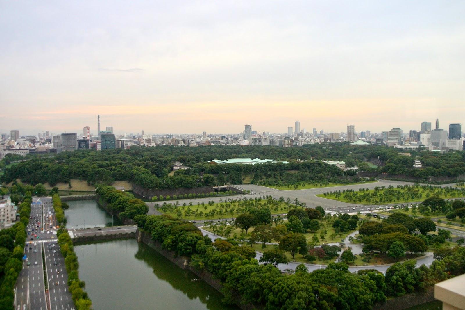 Keiserpalasset og parken sett fra Peninsula