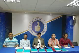 Faña presenta centenares de supuestas  autorizaciones de importación en favor del ministro de la Presidencia José Ramón Peralta.