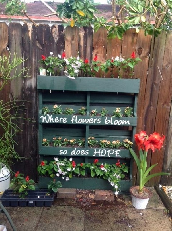 Things you can do with recycled pallets 11