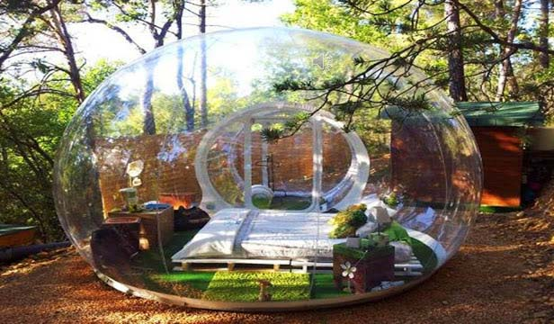 Attrap Reves hotel is in fact are translucent, expandable, comfortable and environmental friendly plastic pods that are constructed by way of recyclable substances to establish contact with nature. These airy bubble domes are not meant for visitors who are looking for privacy. On the other hand, they are best for starwatching and perhaps not best for honeymoon makers.