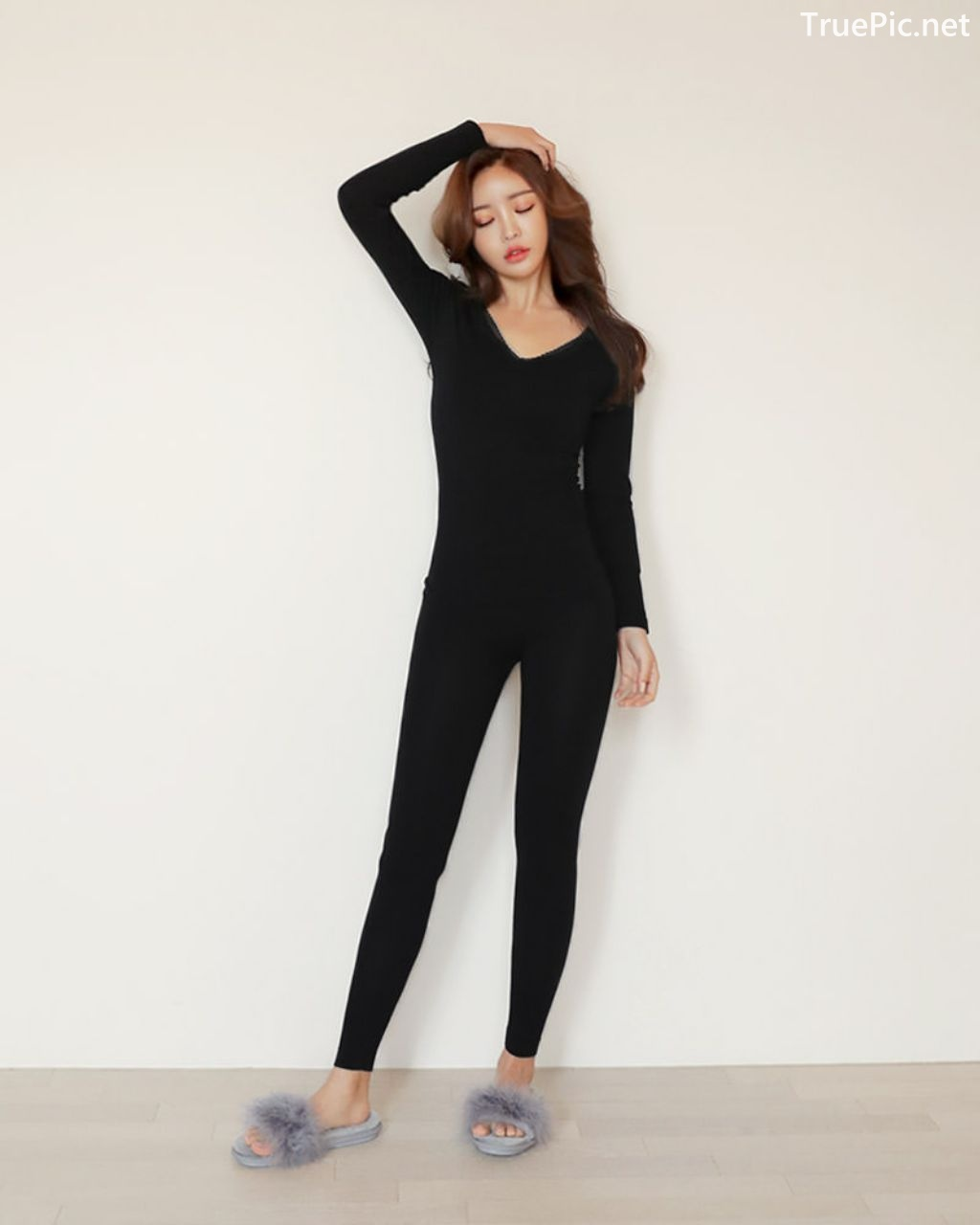 Image-Korean-Fashion-Model-Jin-Hee-Black-Tights-And-Winter-Sweater-Dress-TruePic.net- Picture-8