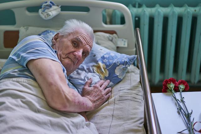 Псевдо-лекари ради продажи БАДов внушали старикам, что они умирают