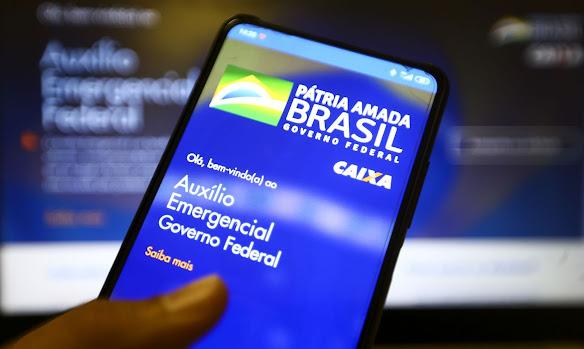 Governo deve prorrogar auxílio emergencial por dois meses antes de lançar novo Bolsa Família