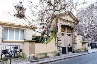 Paris : Portail de l'hôtel Raoul, vestige d'un ancien hôtel particulier du Marais au 6 rue Beautreillis, imbroglio autour d'une restauration compromise - IVème