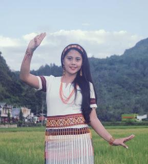 Cewek Toraja