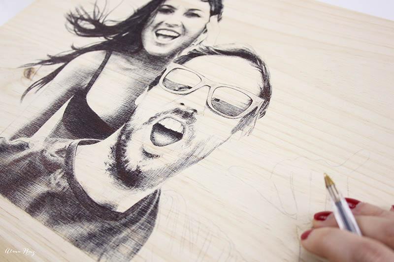 Proceso creativo de un retrato de pareja a bolígrafo bic