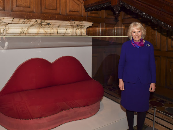 Księżna Kornwalii zwiedziła wystawę / Królowa wróciła do Londynu.