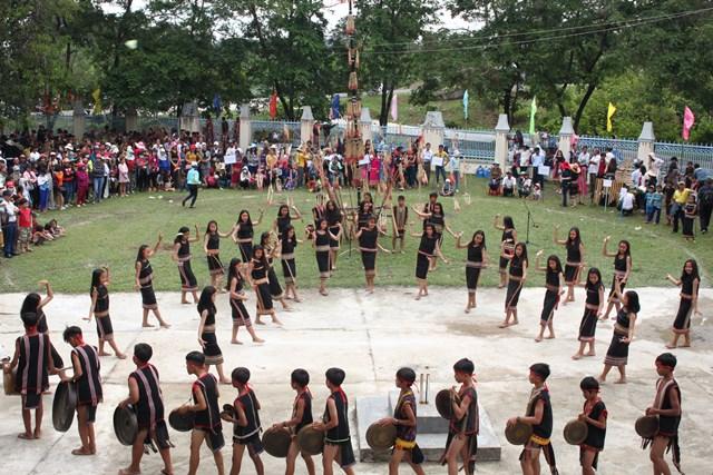 Tái hiện một lễ hội của người Ba Na