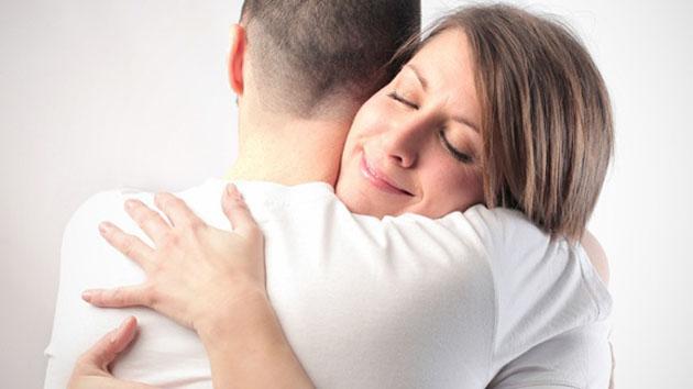 Kamu Harus Tau, Inilah 4 Alasan Lebih Baik Pelukan dari pada Bercinta