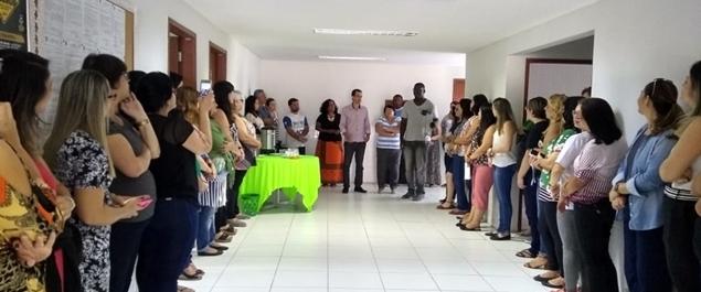 Thiago dos Santos, o professor que sofreu ataques em Rio das Ostras, foi recebido no SEMED