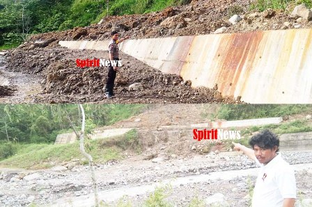 Ka SPK II Aiptu Ansar, Polsek Tinggimoncong Gowa, Pantau Keadaan Tanah Longsor Sekitar Sungai Jeneberang