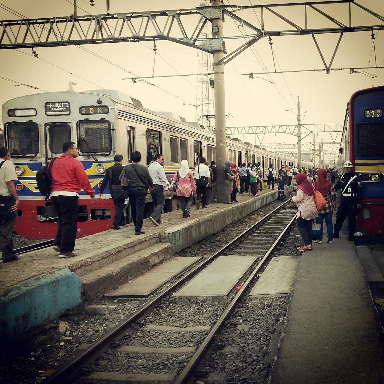 Kejadian/peristiwa/cerita lucu dalam perjalanan kereta di gerbong kereta KRL