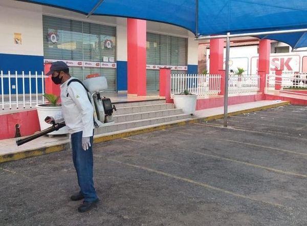 A Prefeitura de Apodi, por meio da Secretaria Municipal de Saúde, vem realizando diariamente o trabalho de desinfecção de diversos locais no município.