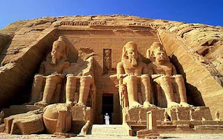 Kuil Abu simbel (hasil peninggalan kebudayaan mesir kuno)